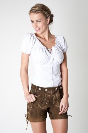 Die Bluse gibt es zu kaufen bei: http://www.bavaria-lederhosen.com/